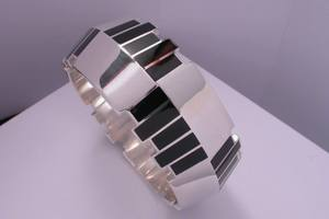 bespoke art deco bangle handmade in silver and vitreous enamel by charmian beaton design