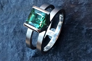 Green sapphire and palladium engagement ring by award winning charmian beaton deisgn
