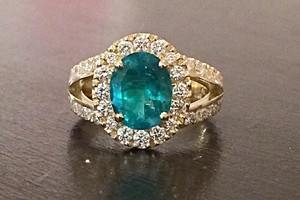 2.30ct emerald and diamond bespoke ring handmade by charmian beaton design